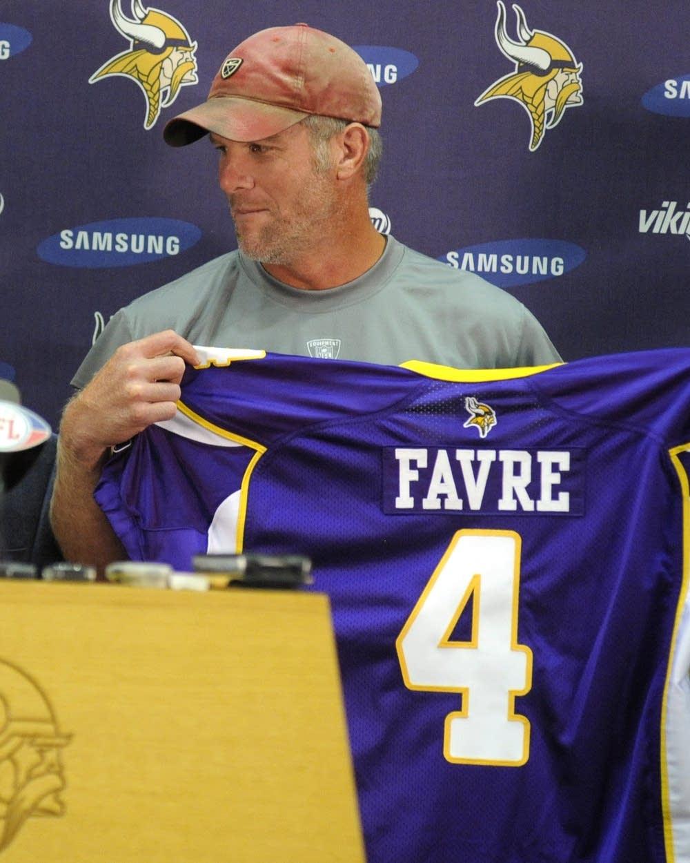 wholesale dealer 34e37 2e813 What retirement? Favre coming back with Vikings | MPR News