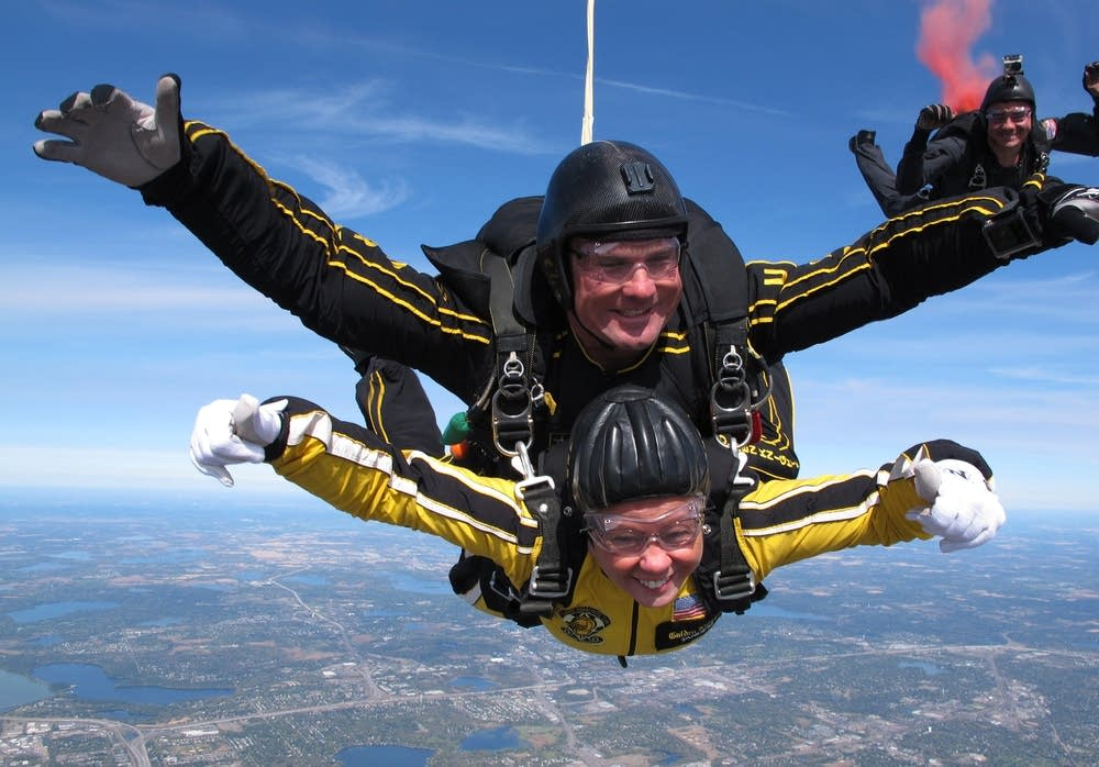 Lieutenant governor skydives