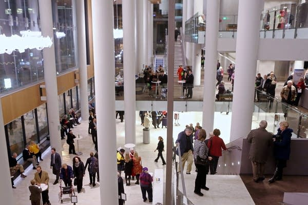 Orchestra Hall fills with patrons