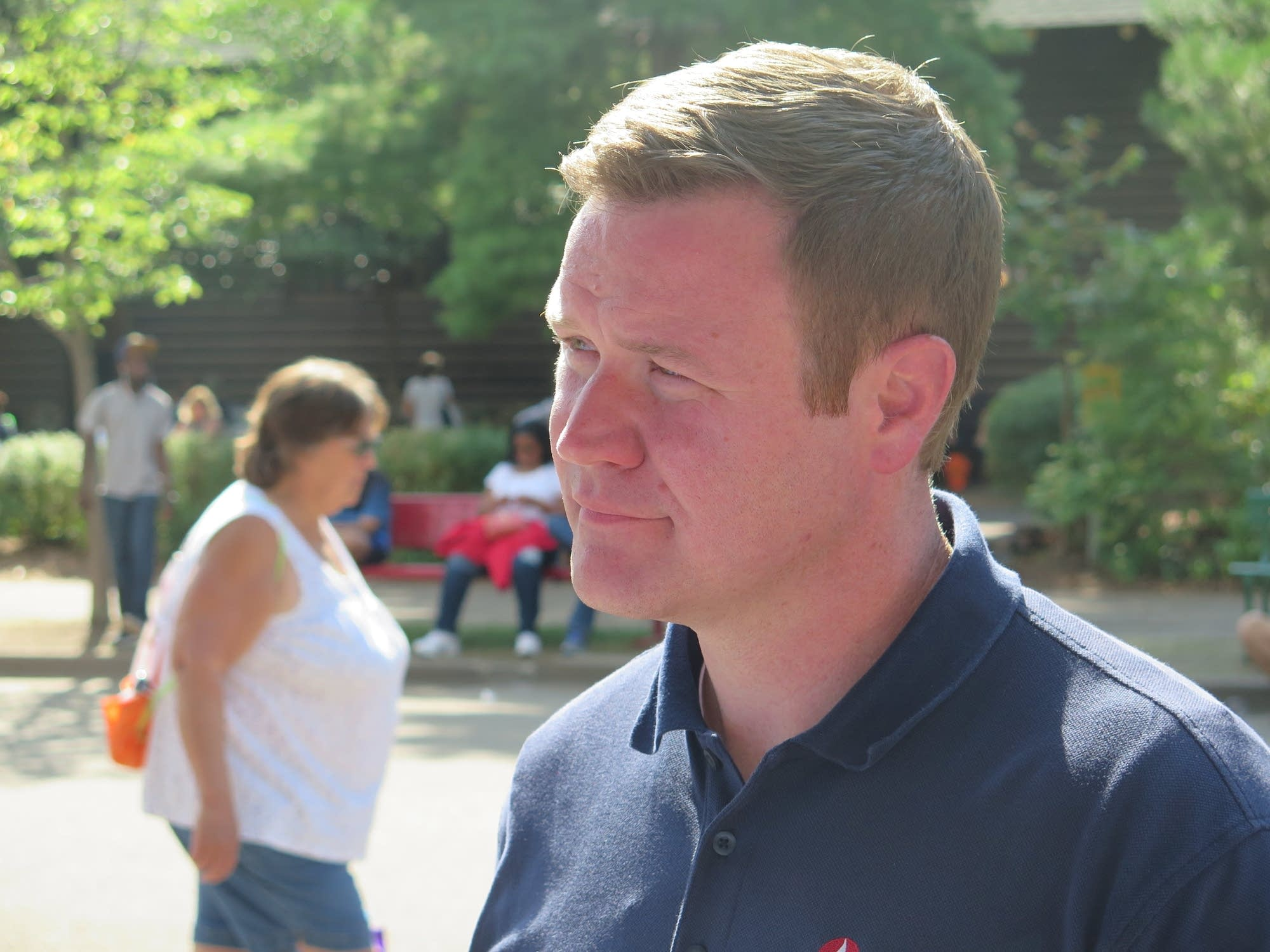 Doug Wardlow talking to a supporter.