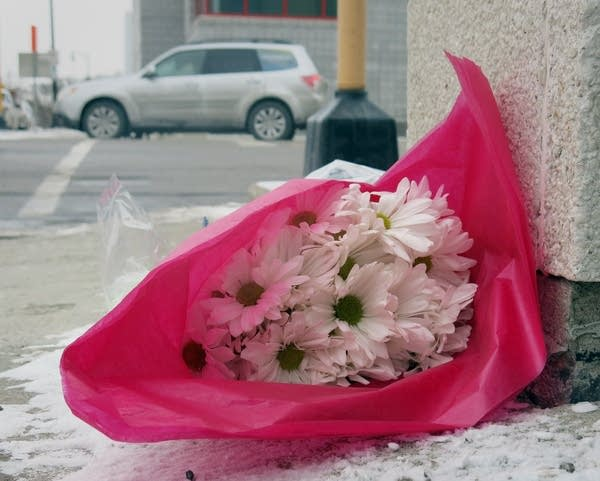 Flowers and notes at Fargo police station