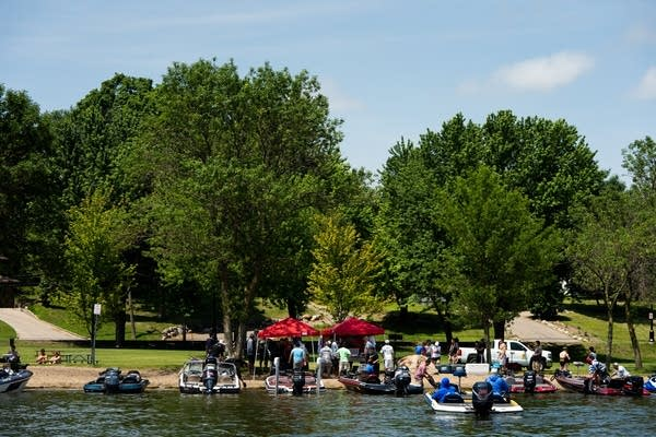Boats line up for the end of tournament weigh-in.