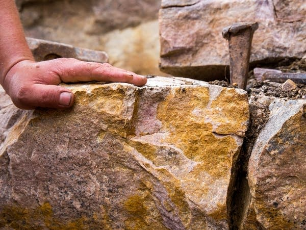 Tools to break quartzite