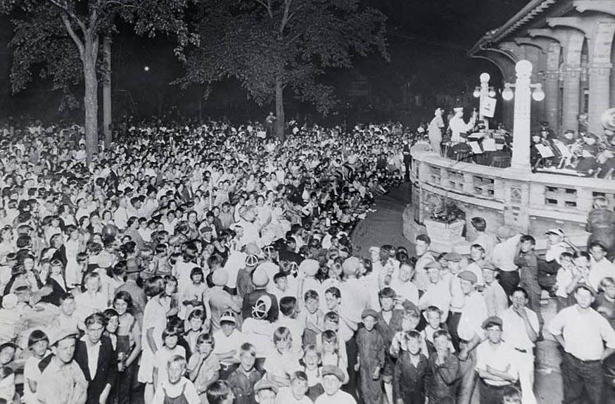 Community sing, 1921