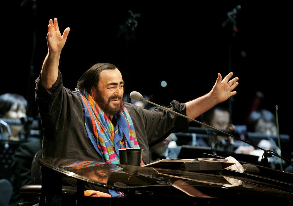 Pavarotti Performs In Beijing