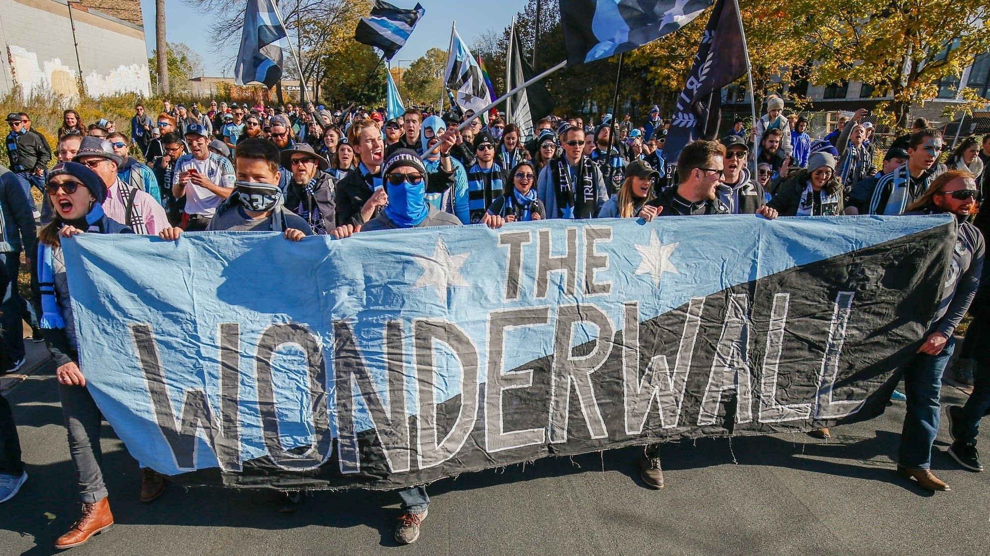 'Behind the Loon:Wonderwall'