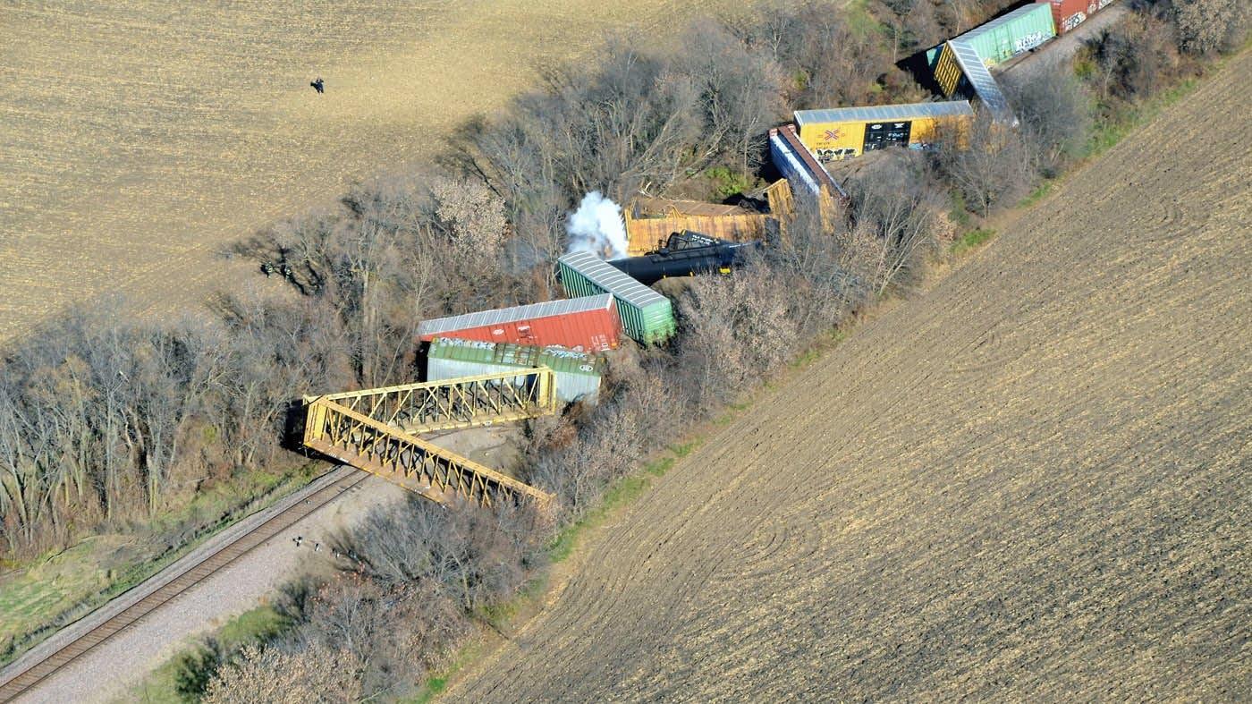 Approx. 10 train cars derailed outside Ellendale.
