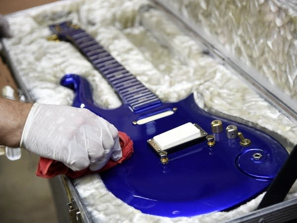 """Blue Angel"" Cloud 2 electric guitar"
