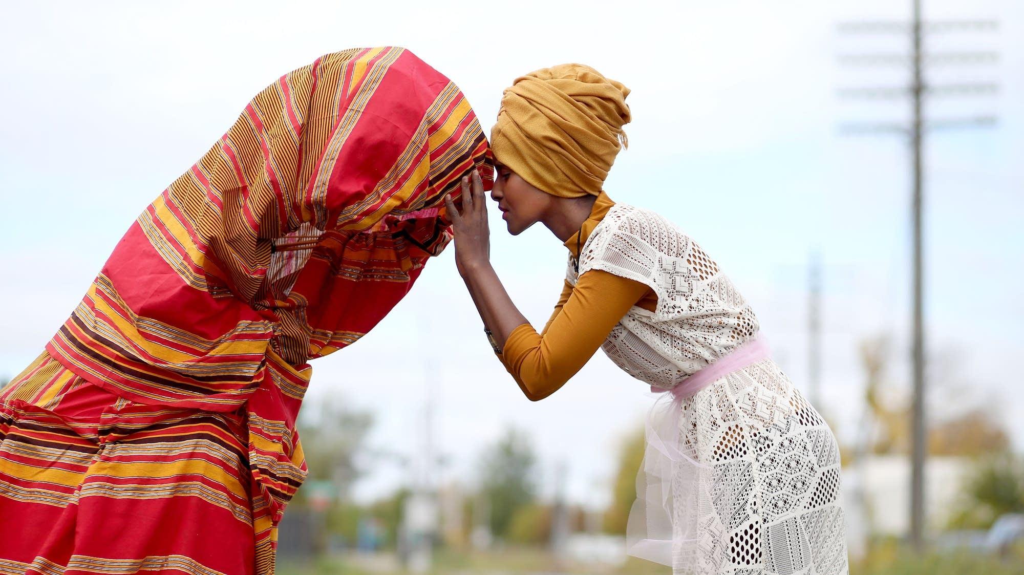 Ifrah Mansour is a Somalian refugee artist.
