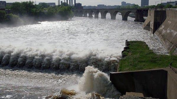 Mississippi River spillway