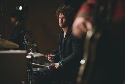 9b0ad8 20131126 johnny radelat drums