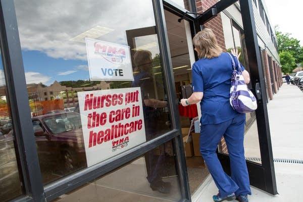 MNA nurses vote in St. Paul.