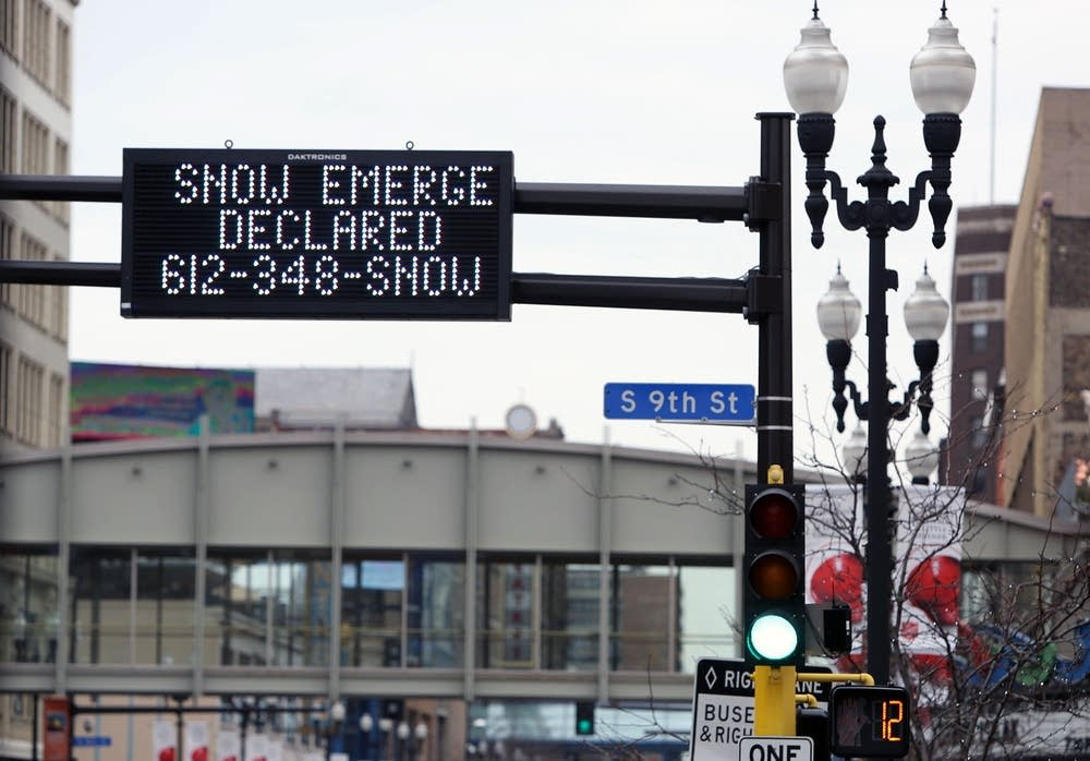Snow emergency sign