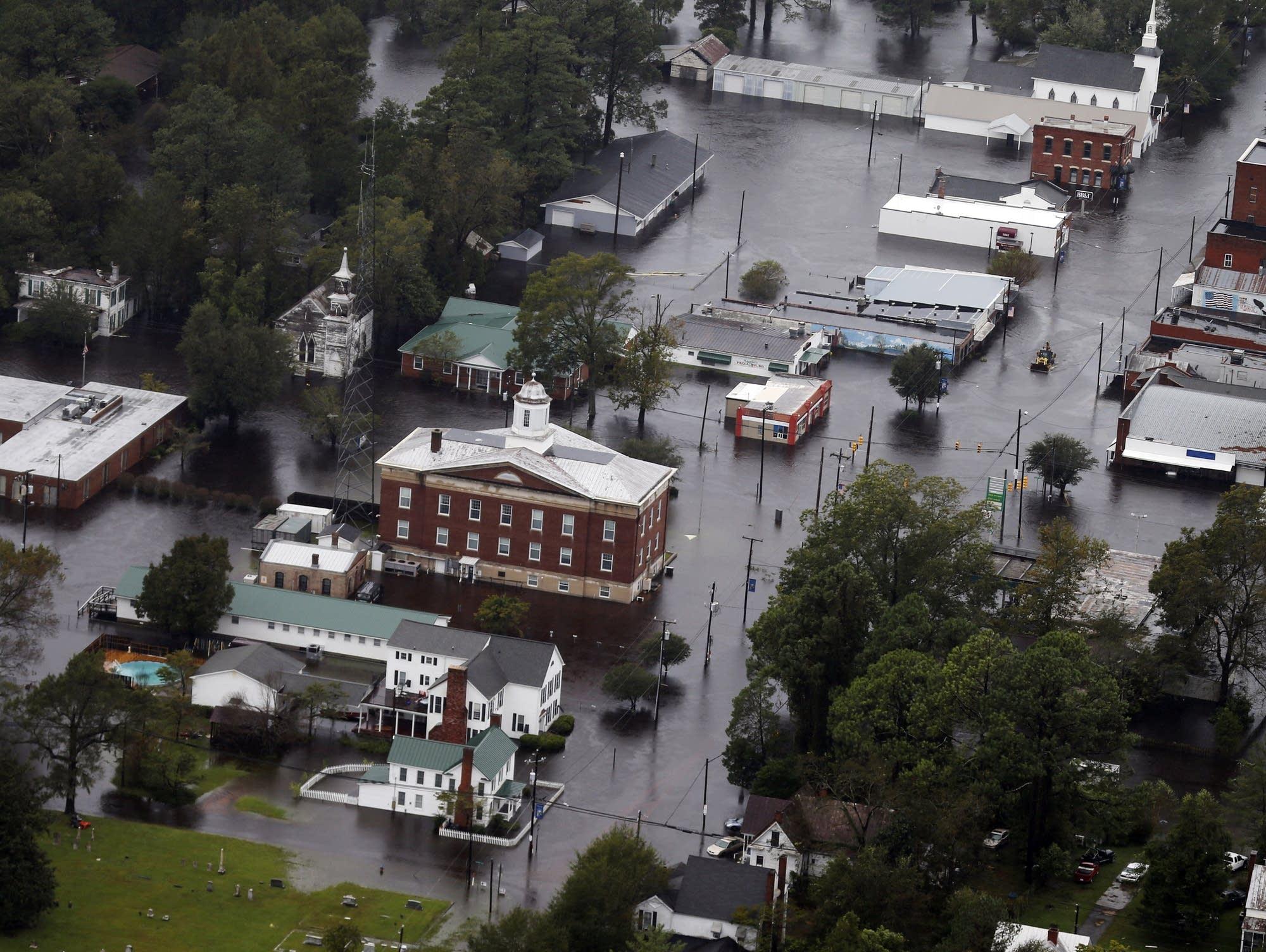Photos Rising Rivers Evacuations In Carolinas In Wake Of