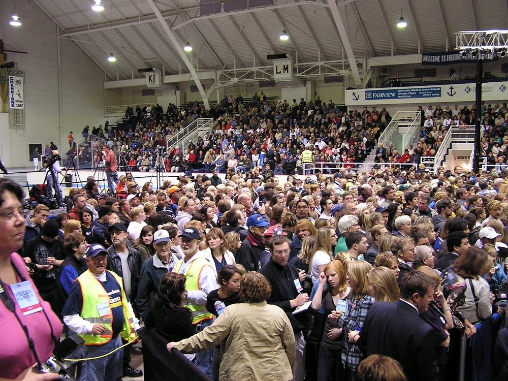 Hibbing crowd