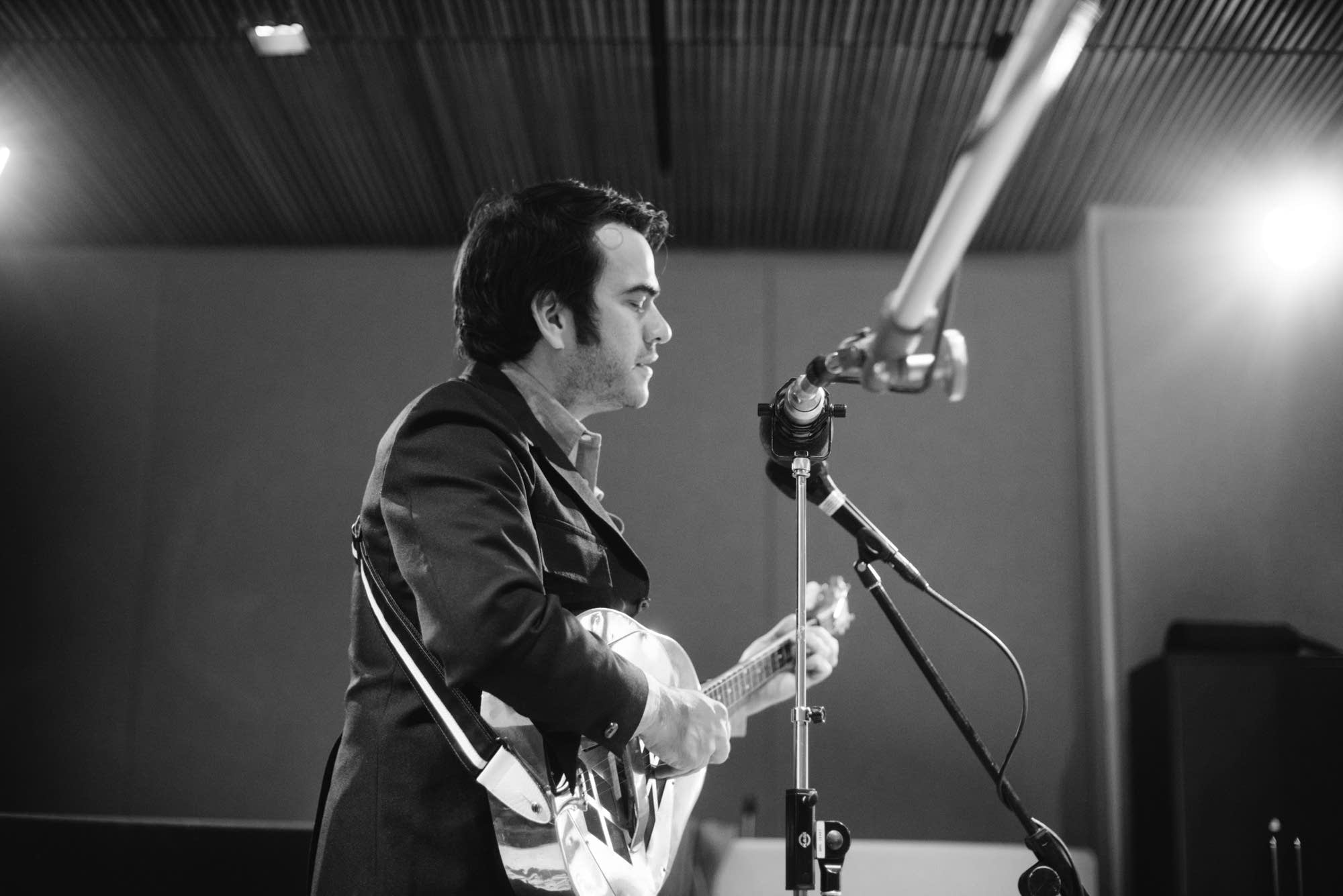 Noam Pikelny performs at Radio Heartland
