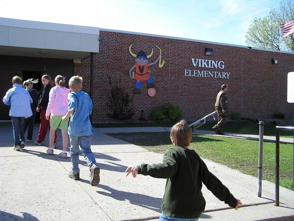 Audubon Elementary School kids arrive
