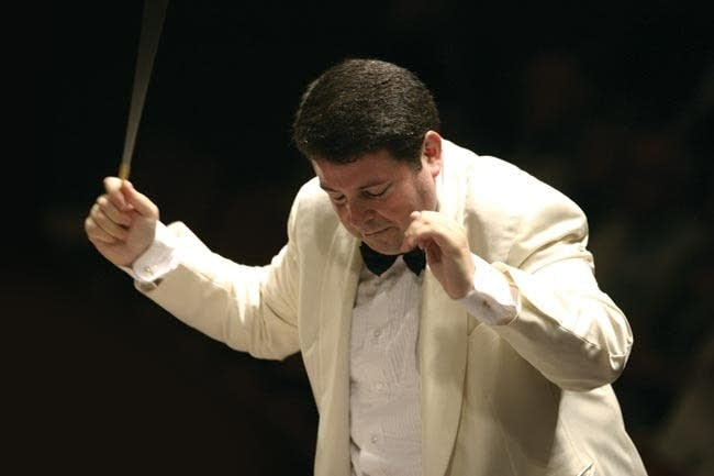 Andrew Litton conducting the Minnesota Orchestra