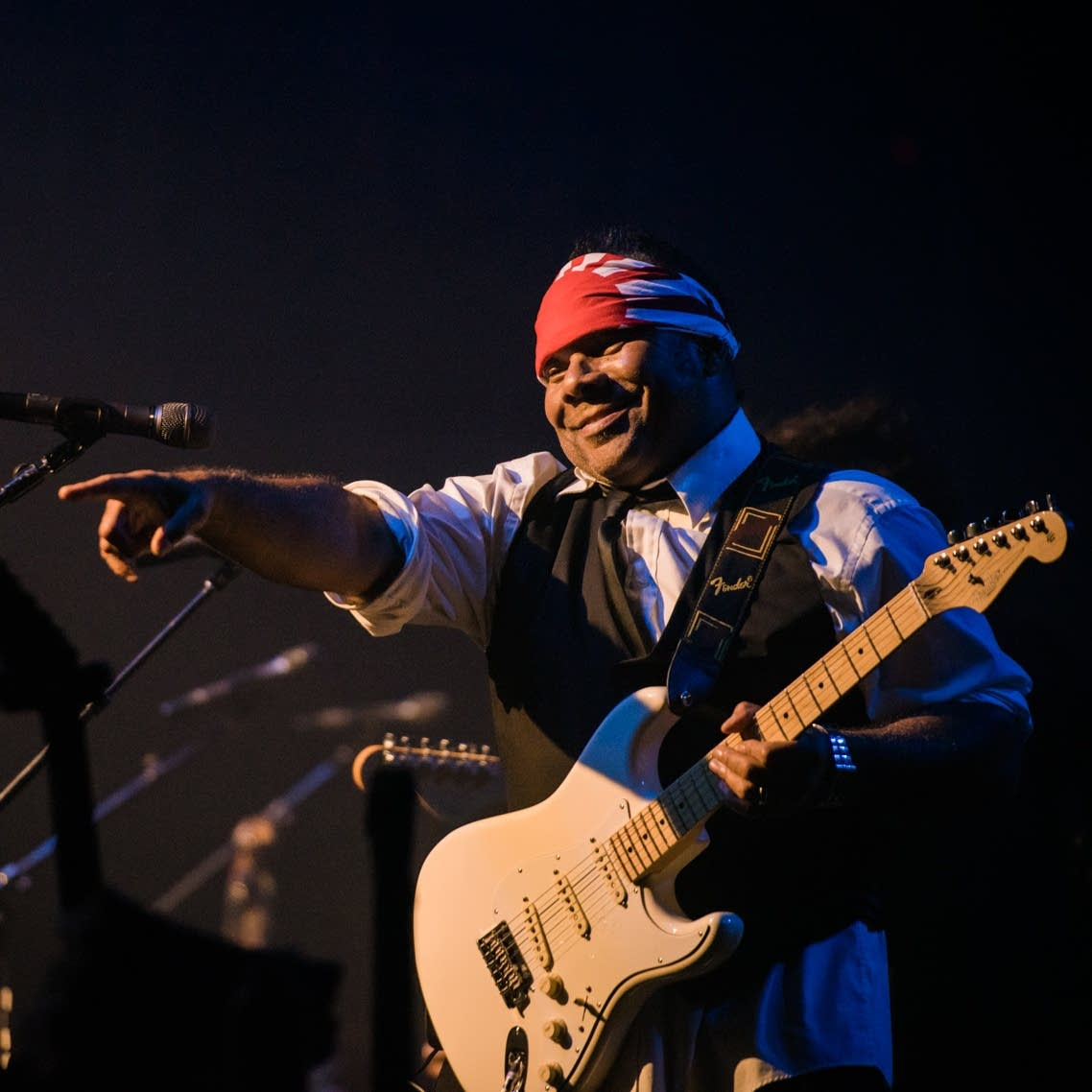 Dez Dickerson points at the audience at First Avenue