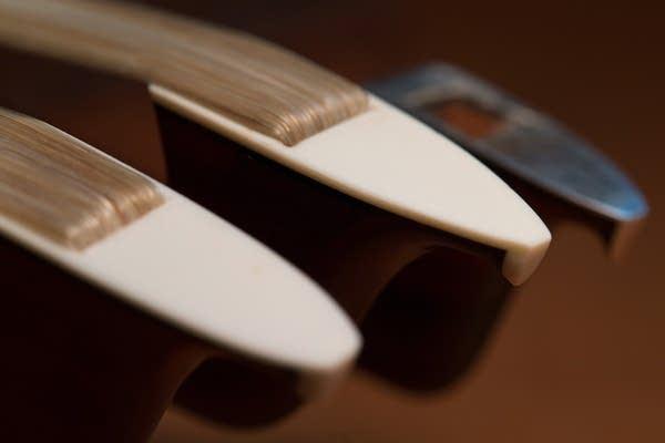 Violin bow tips