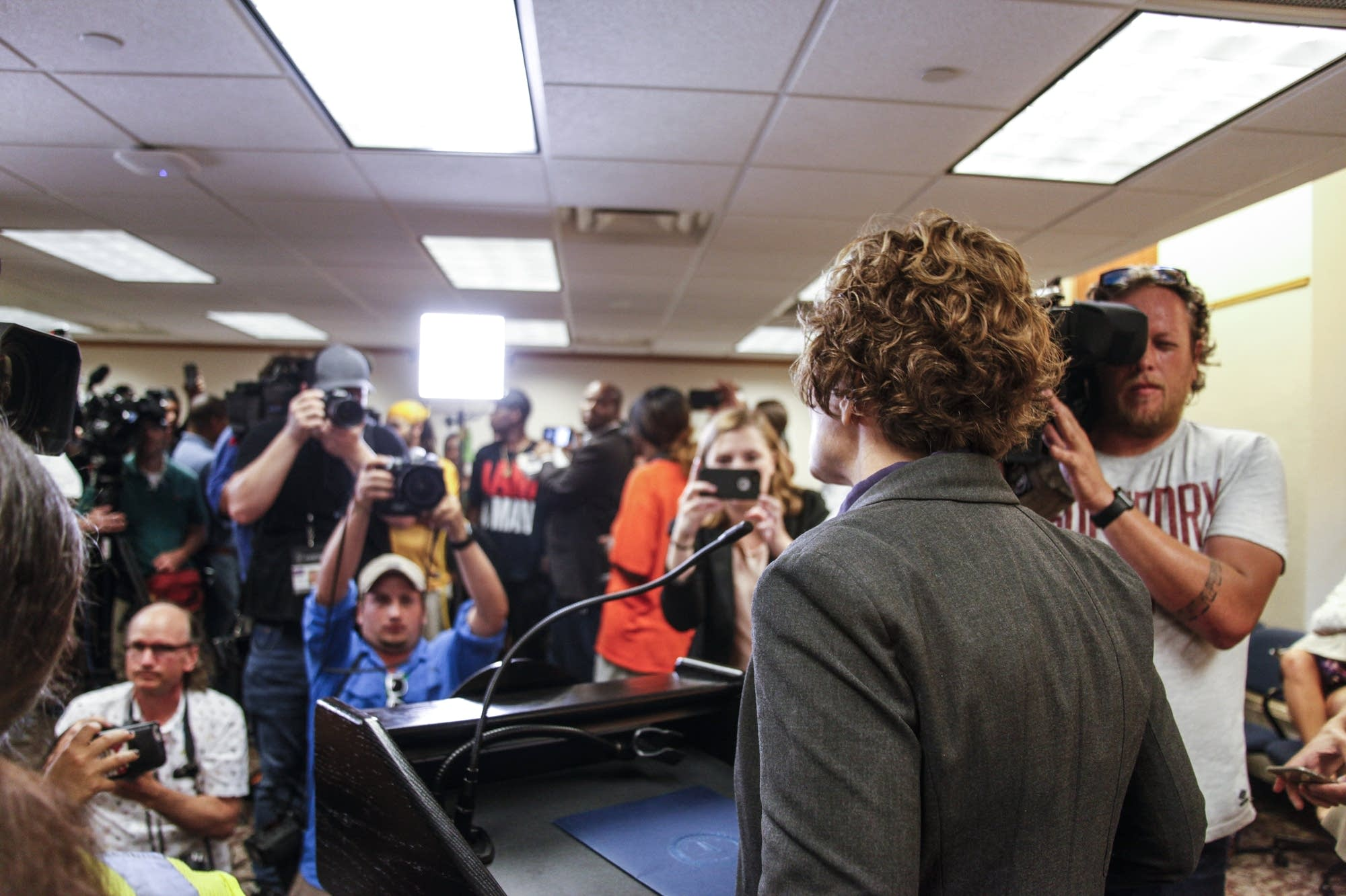 Surrounded by cameras, Mayor Hodges talks about the police department.