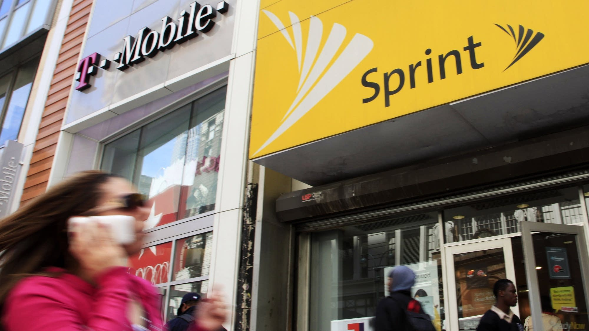 Sprint announces deal to merge with T