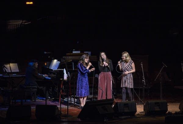 I'm With Her (Sara Watkins, Sarah Jarosz and Aoife O'Donovan)