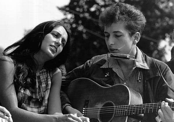 Singers Joan Baez and Bob Dylan