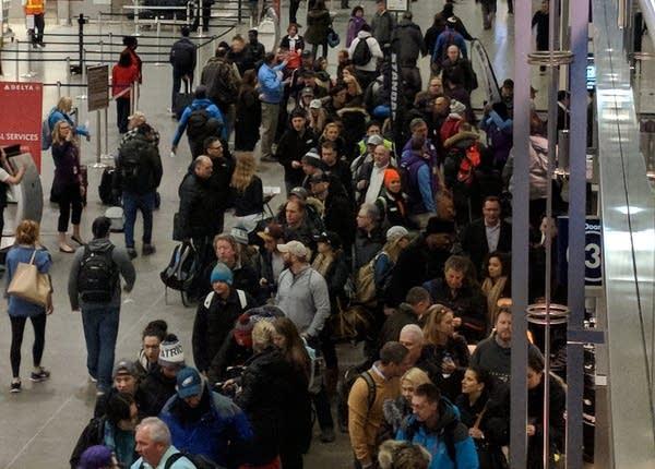 Long lines at Minneapolis-St. Paul International Airport