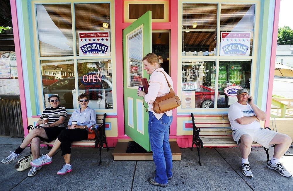 Kathy Kasten and customers
