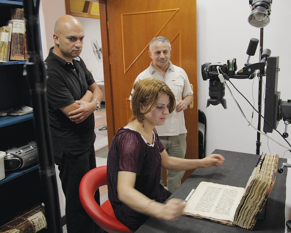 Photographing manuscripts
