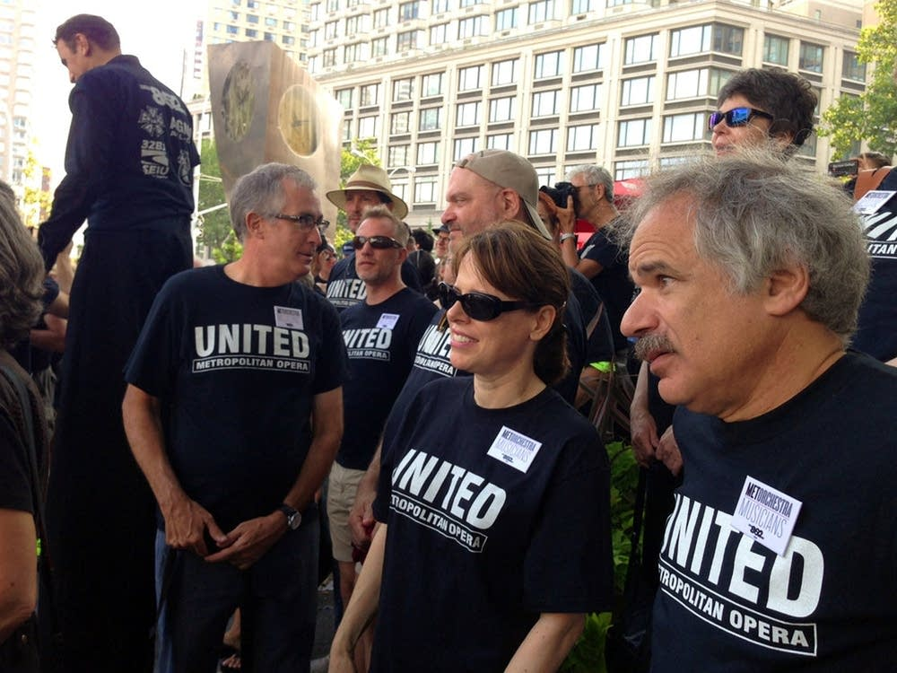 musicians union members rally