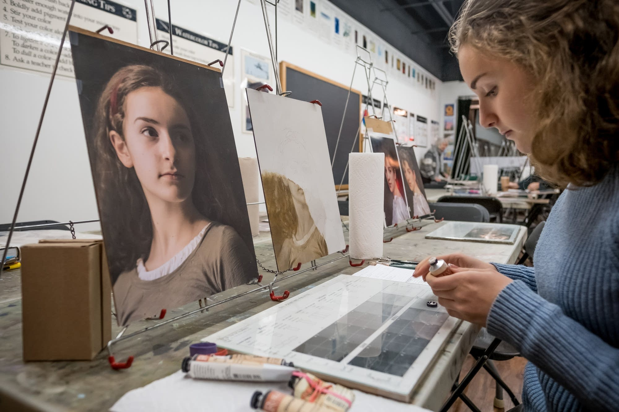 Fina Mooney, 14, of Minneapolis, sets up her supplies to paint.