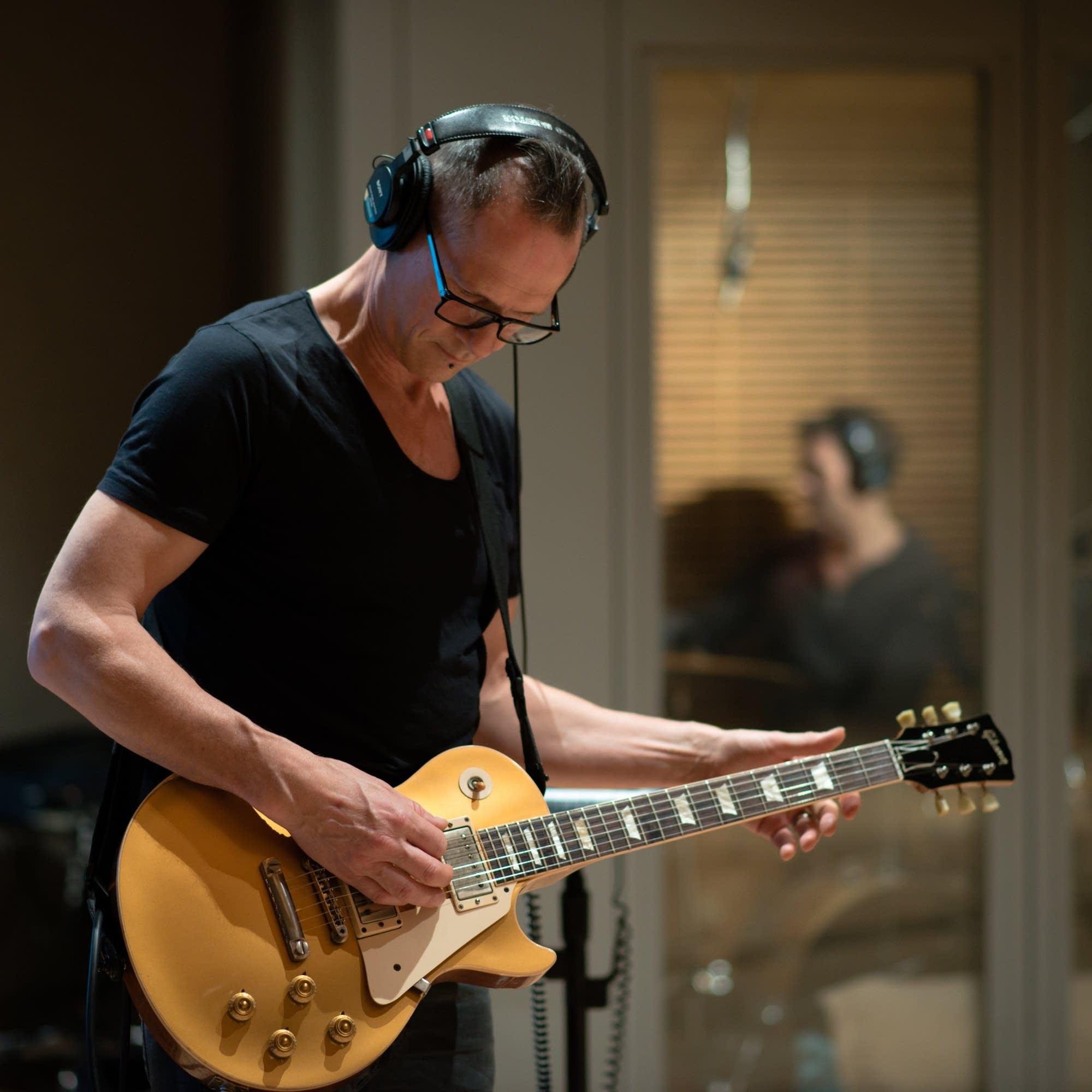 gary numan guitarist steve harris