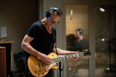 7f1041 20140331 gary numan guitarist steve harris