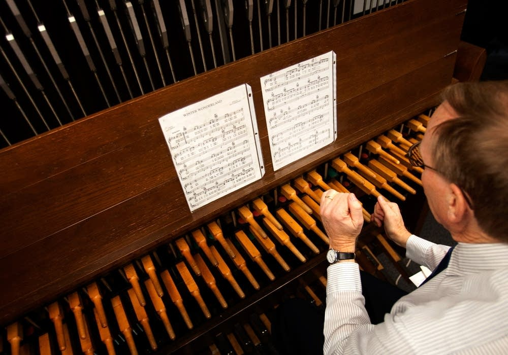 Playing the carillon