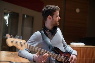 227a36 20140307 kins rob walters bass guitar vocals