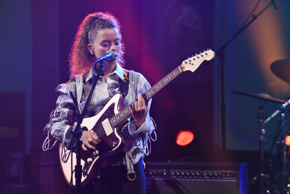 Nilufer Yanya performs on 'The Late Show with Stephen Colbert'