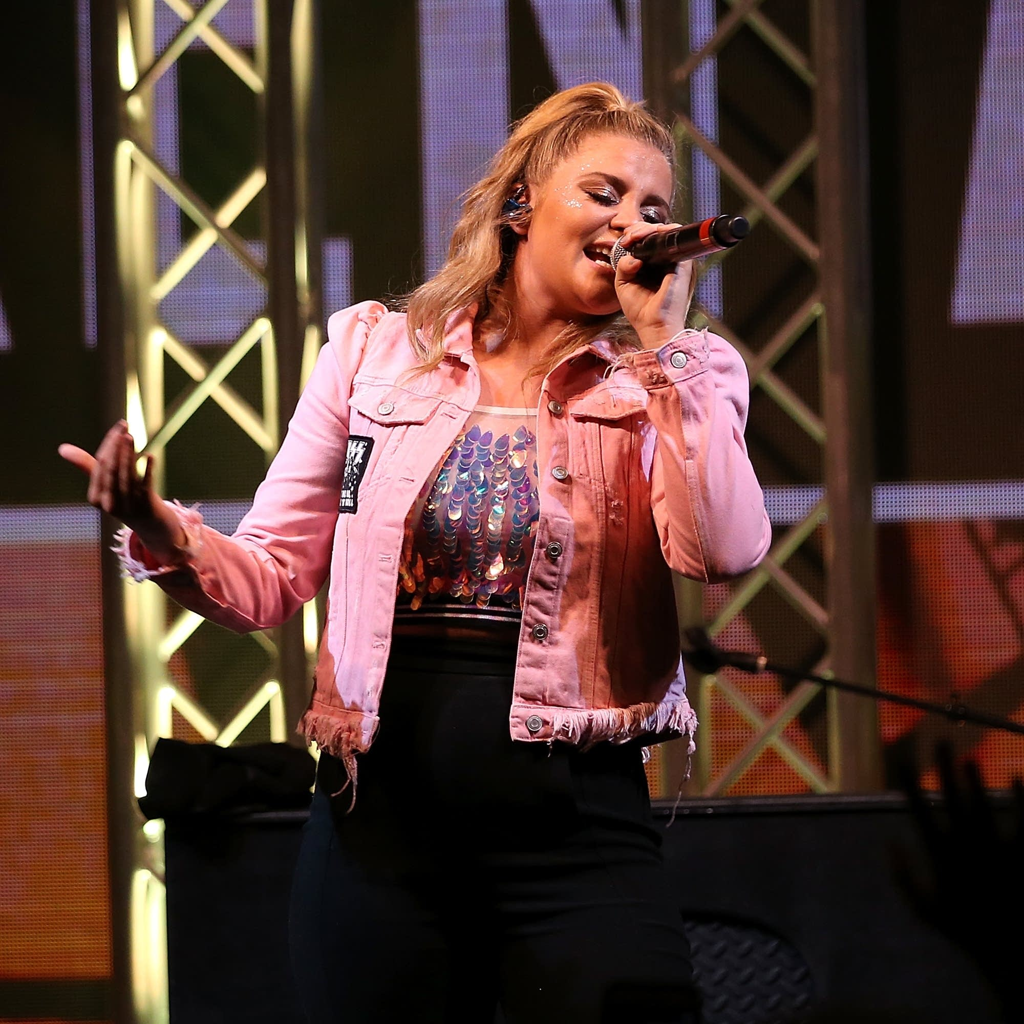 Lauren Alaina performs in Arkansas, 2018.