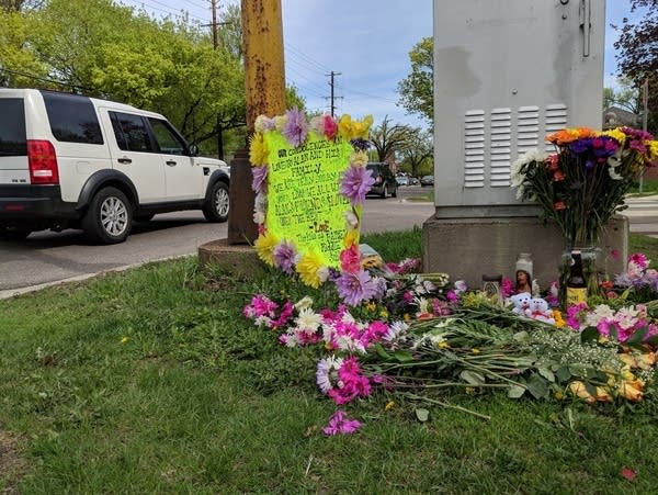 An impromptu memorial for cyclist Alan Grahn