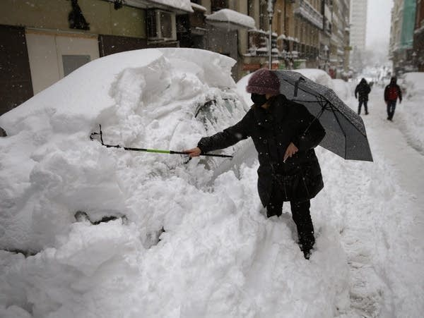 Snowstorm in Spain: Four dead and heaviest snow in decades