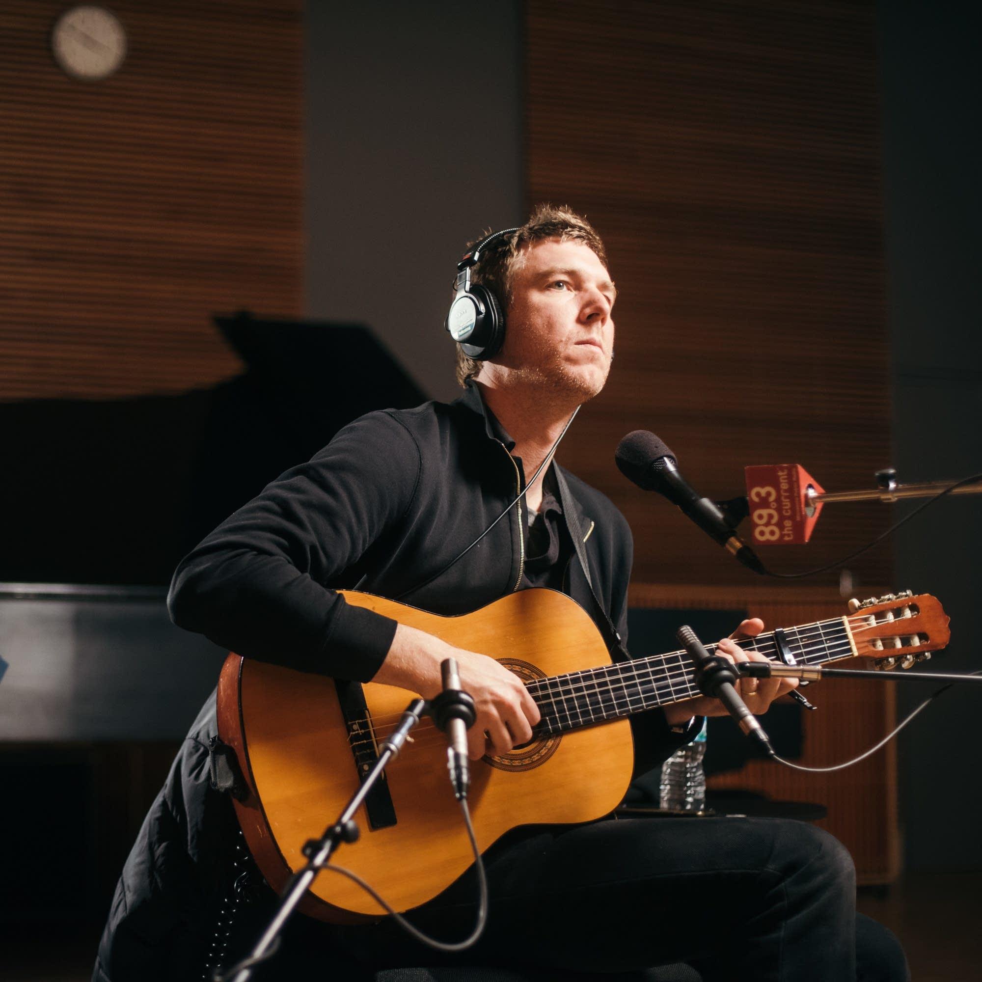 Hamilton Leithauser performs a solo acoustic set
