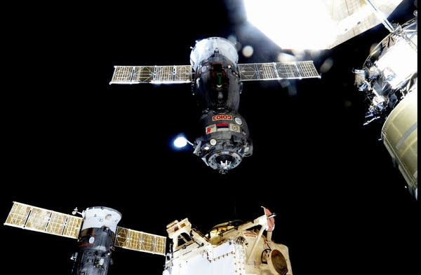 Expedition 45 departs ISS on Soyuz craft