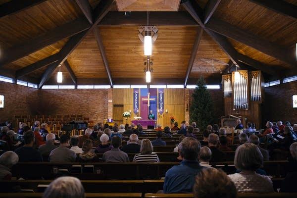 Rev. Emily Goldthwaite Fries leads worship.