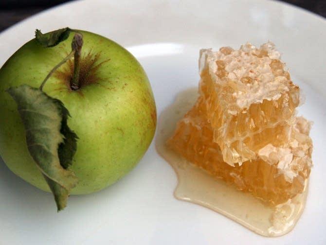 Apples And Honey For Rosh Hashana