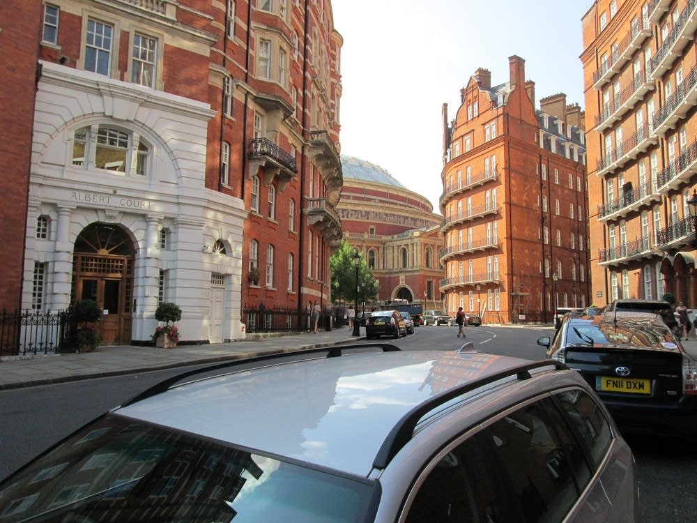 approaching royal albert hall london