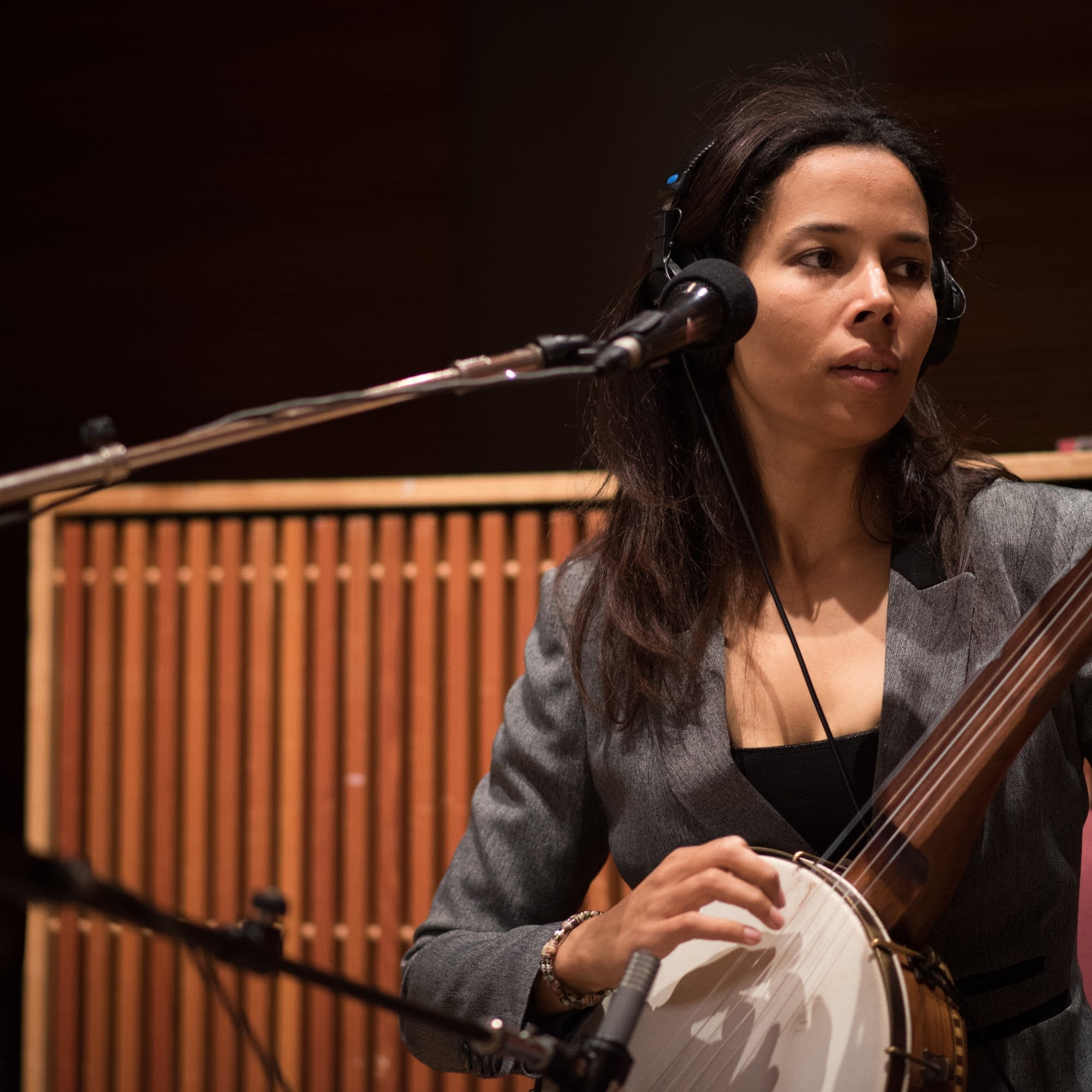 Rhiannon Giddens performs on Radio Heartland