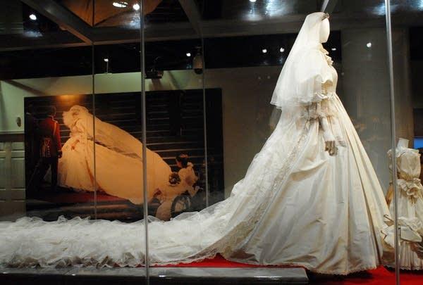 Diana Wedding Dress.Princess Diana S Wedding Gown To Arrive At Moa Mpr News