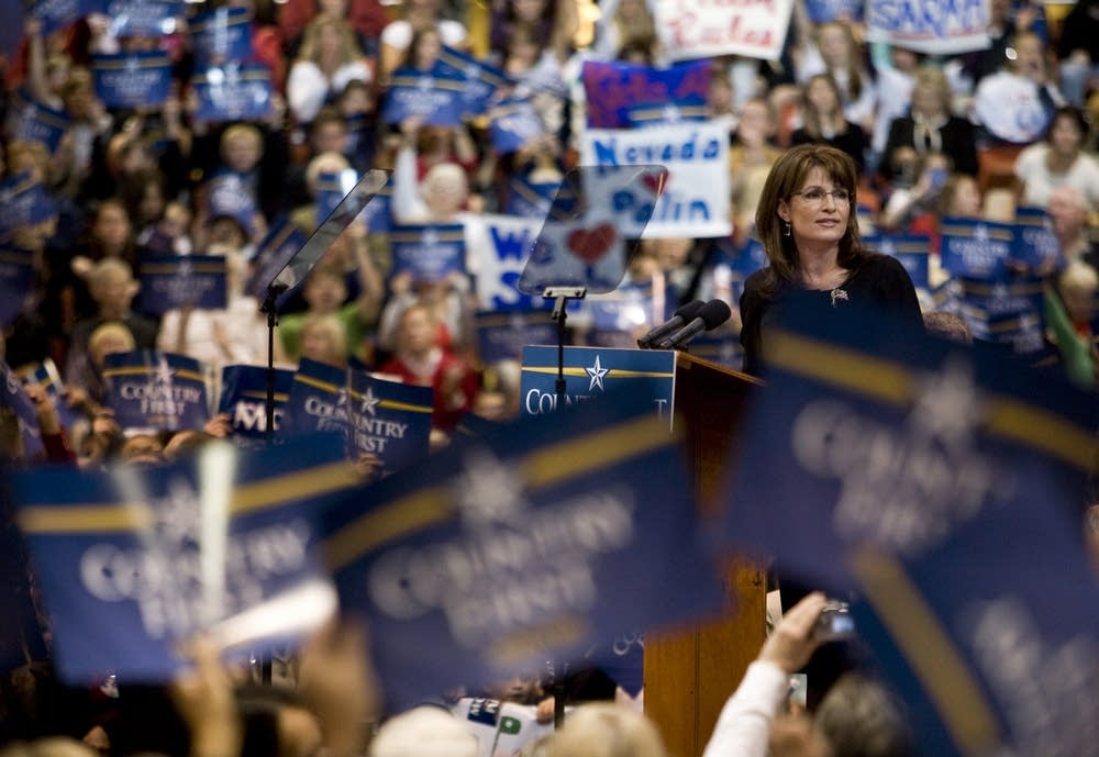Palin speaks to supporters in Nevada
