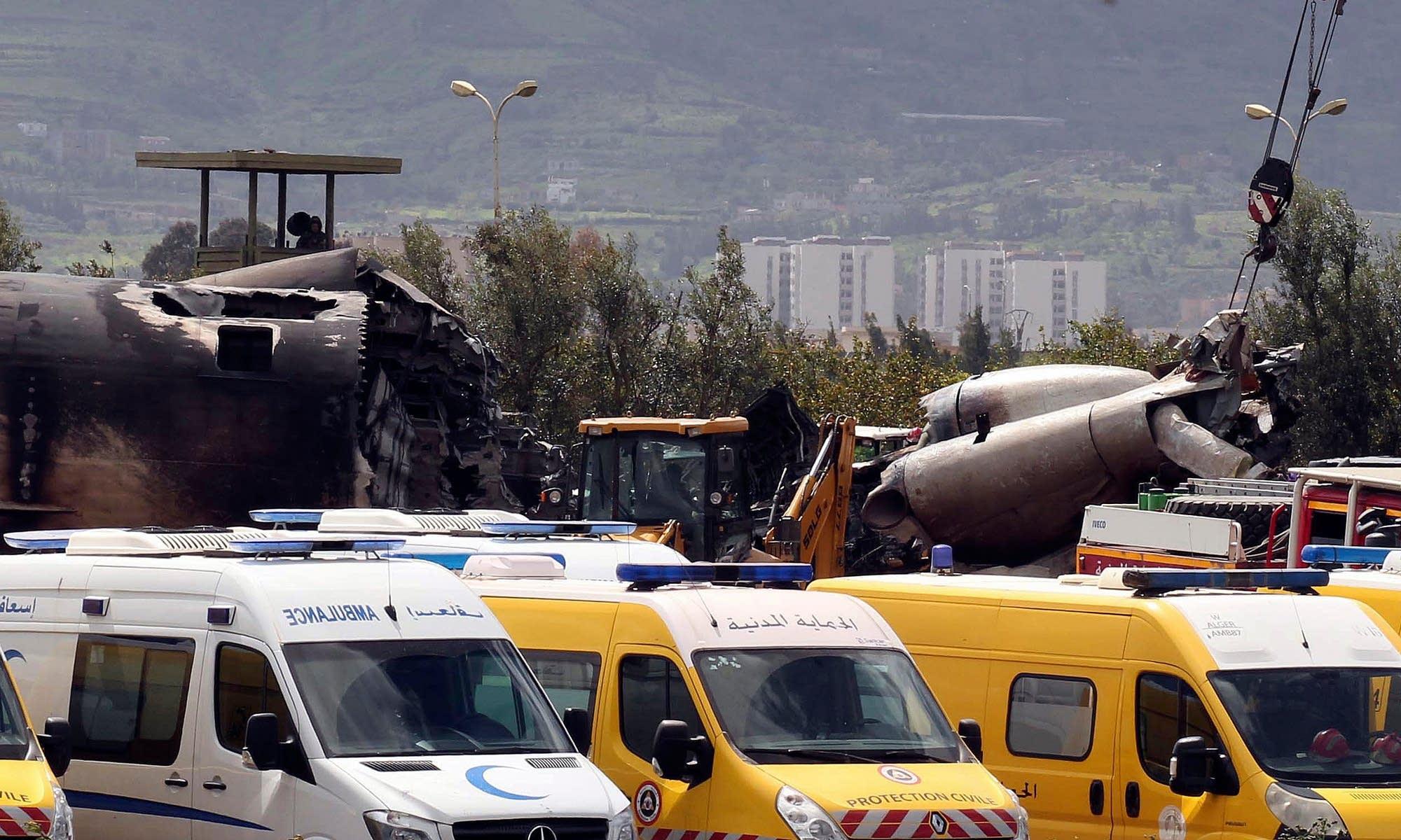 Six Killed As Plane Crashes Into Arizona Golf Course